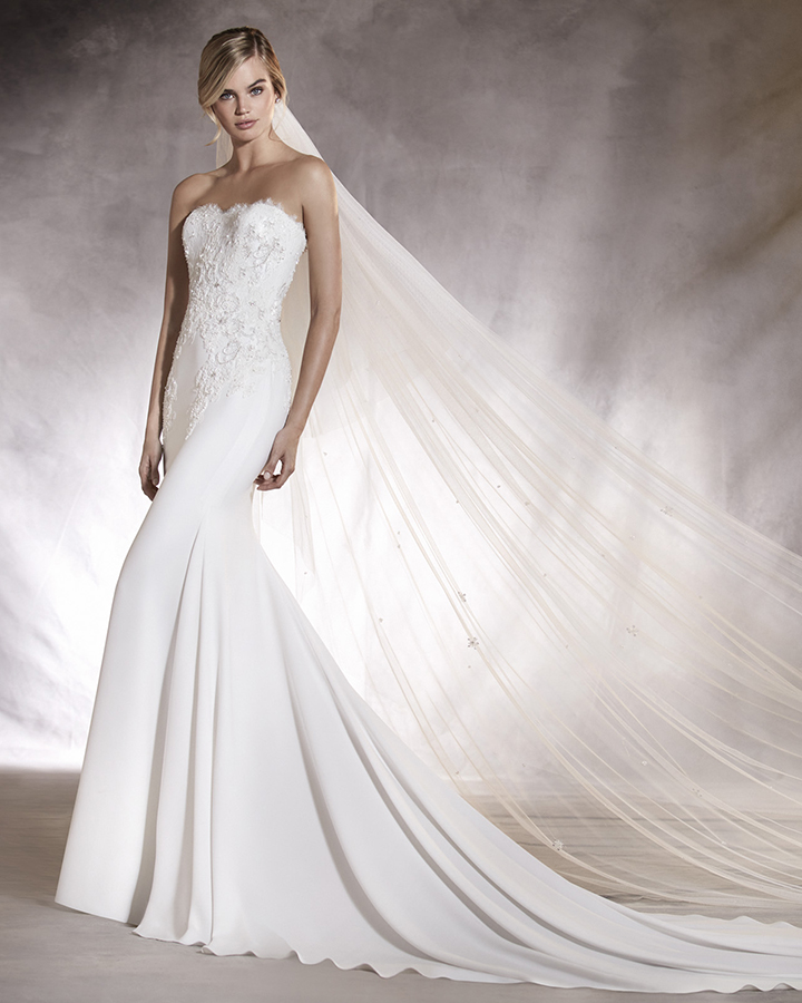 Wedding dress designers pronovias flower girl dresses for Designer wedding dresses uk