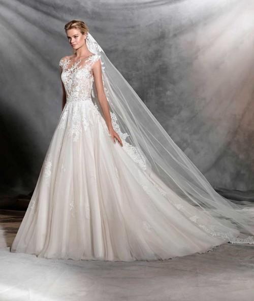 Wedding Gown Display: Discounted & Ex-Display Wedding Dresses