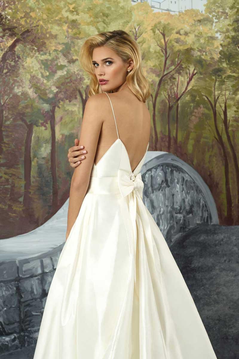 Justin alexander 8927 mia sposa bridal boutique for Justin alexander wedding dresses